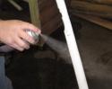 Нанесение клея для фиксации шнура Tri-Rod